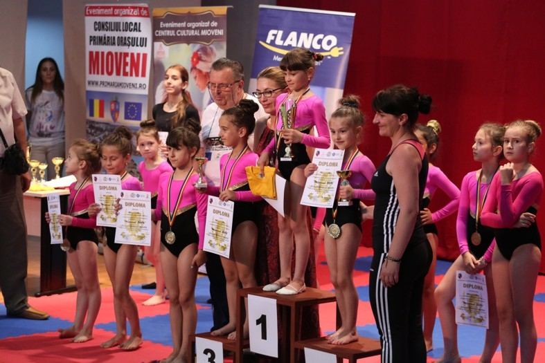 """Concursul județean de gimnastică ritmică """"Cupa orașului Mioveni"""" și-a desemnat câștigătorii"""