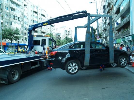 Maşinile parcate neregulamentar în Piteşti ar putea fi din nou ridicate
