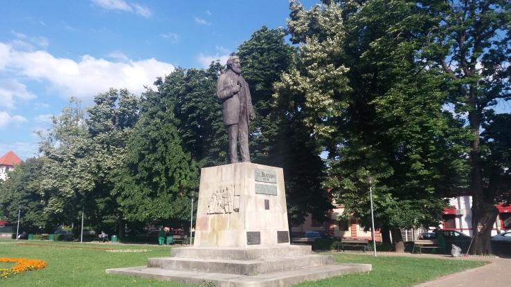E nevoie de soclu nou pentru statuia lui Brătianu