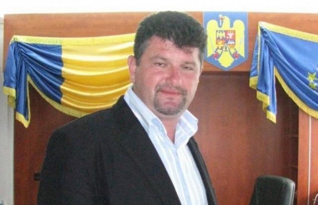 Frătică a demisionat din funcţia de primar
