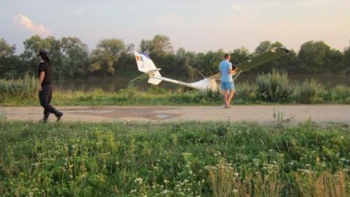 Un avion a aterizat forţat în Argeş