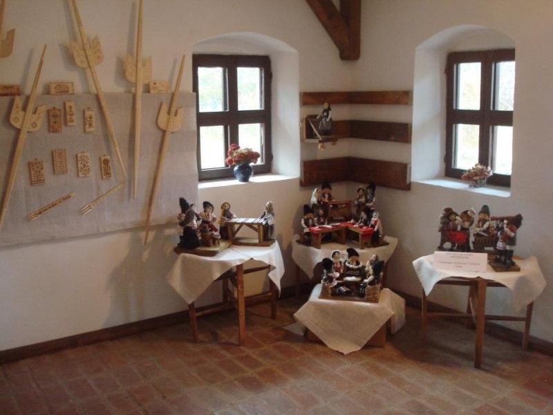 La Goleşti: Arta confecţionării păpuşilor