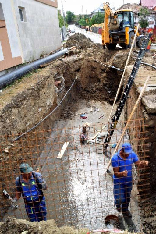 Se lucrează intens la noua reţea de alimentare cu apă a Mioveniului