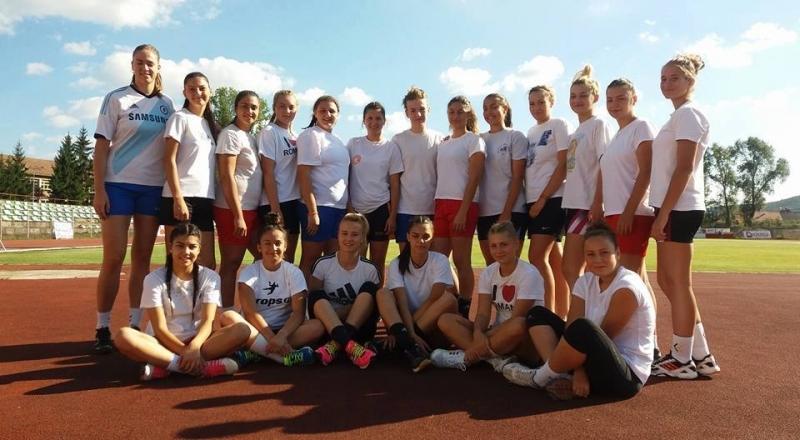 Handbalistele din Mioveni joacă într-un turneu amical internaţional