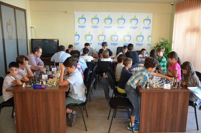 Concurs de şah la PMP Argeş!  Zeci de copii au fost premiaţi de preşedintele Cătălin Bulf