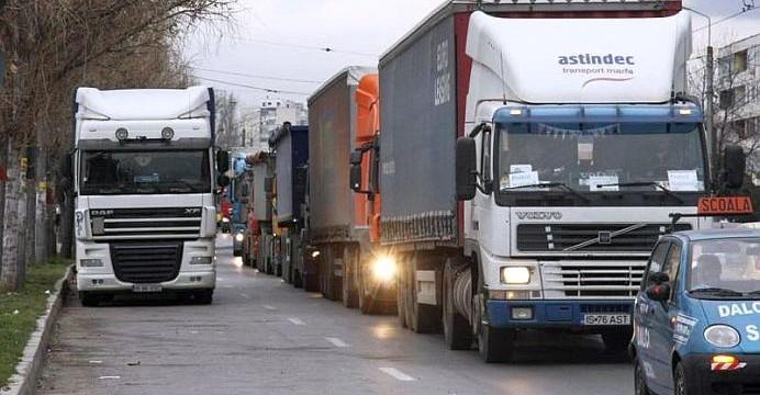 Transportatorii protestează în Piteşti