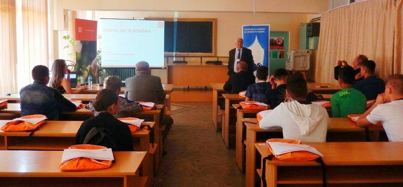 Pentru 20 de elevi ai Liceului Tehnologic Astra Pitesti astazi a fost prima zi a Scolii de Meserii
