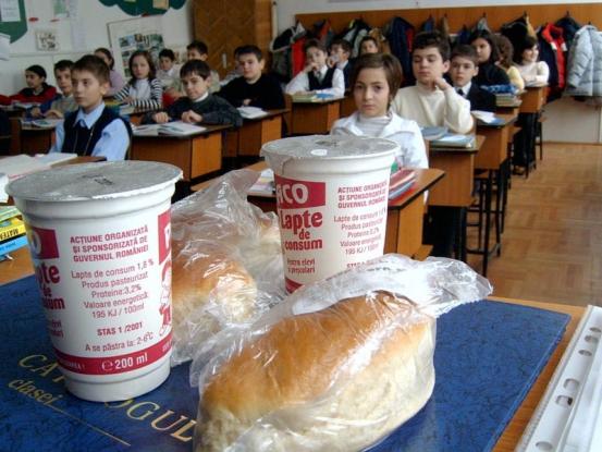 60.950 de copii din Argeş primesc laptele şi cornul