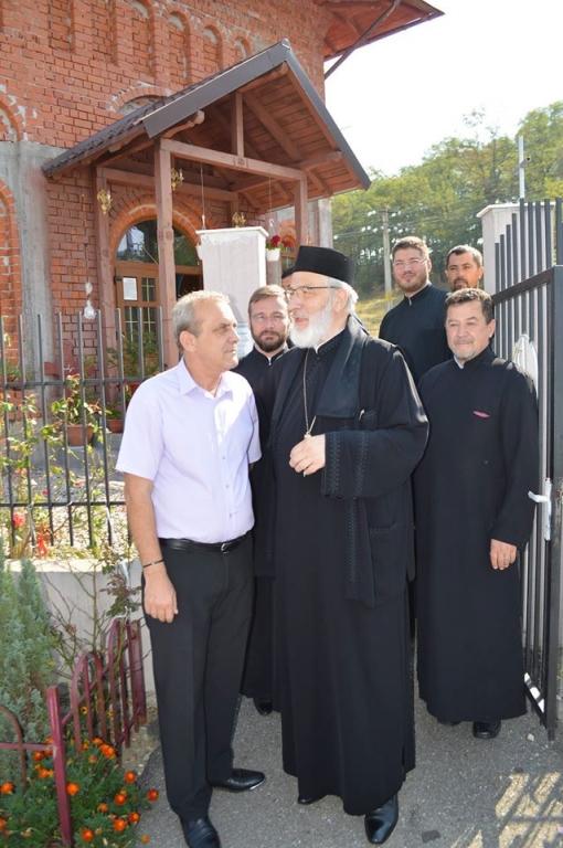 Copiii de la Liviu Rebreanu au primit rechizite de la Arhiepiscopia Argeșului și Muscelului