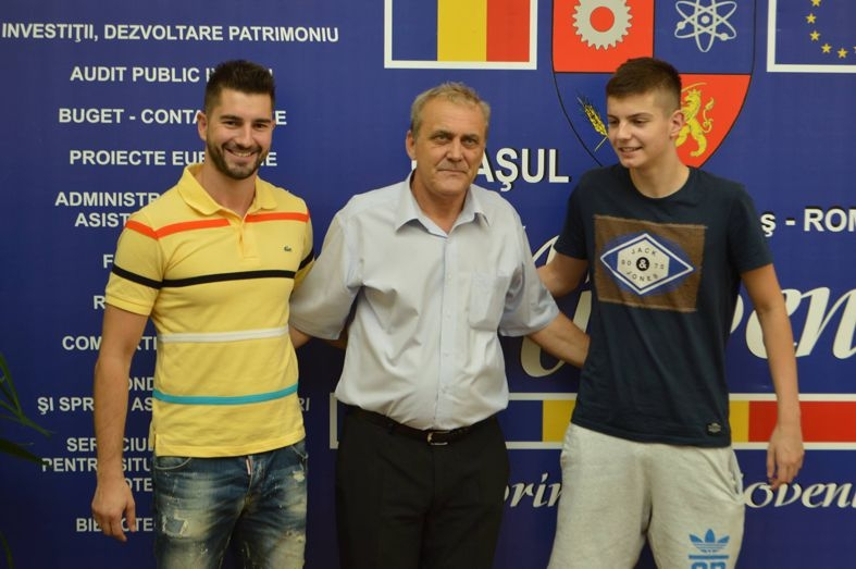 Georgescu alături de sportivii din Mioveni