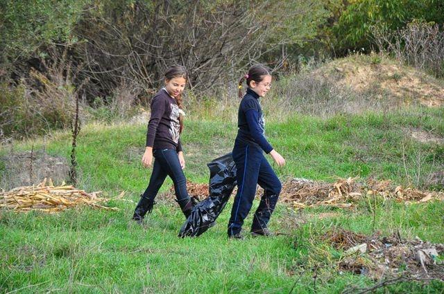 Mâine este ziua naţională de curăţenie! Voluntarii sunt aşteptaţi la Mioveni