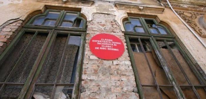 Clădiri cu risc seismic în Argeş