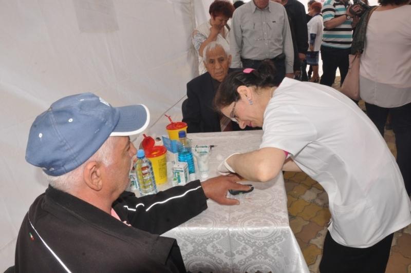 Testare gratuita a glicemiei si tensiunii arteriale, de Ziua Mondiala a Sanatatii