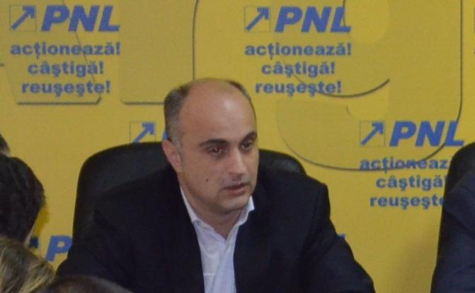 Radu Perianu îi ia apărarea lui Vasile Blaga