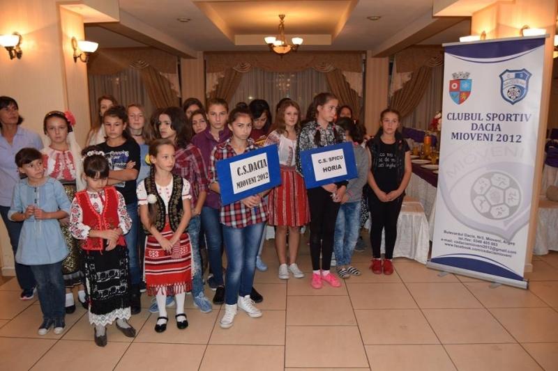Mioveni:Concurs de Miss, în deschiderea Campionatului Național de Oină