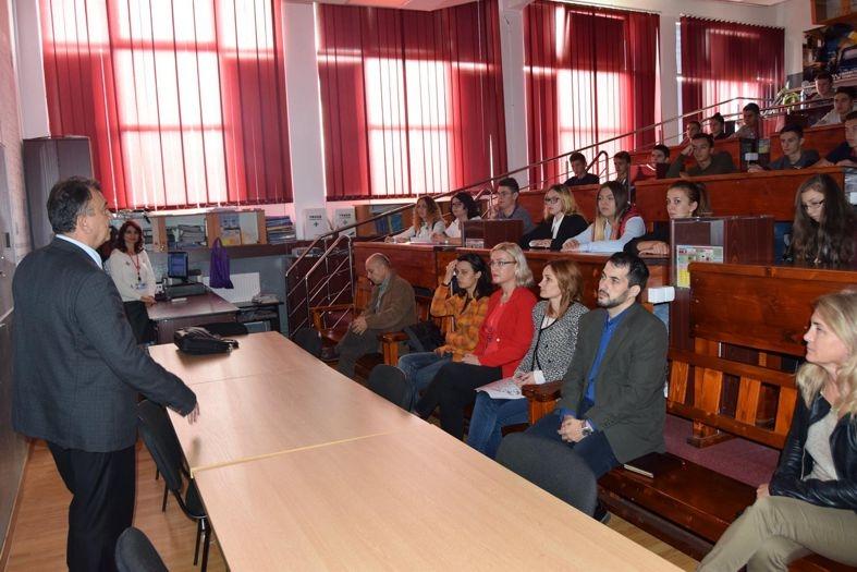 La Mioveni, democraţia a pătruns în şcoală