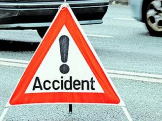 Conducea cu permisul anulat şi a făcut accident