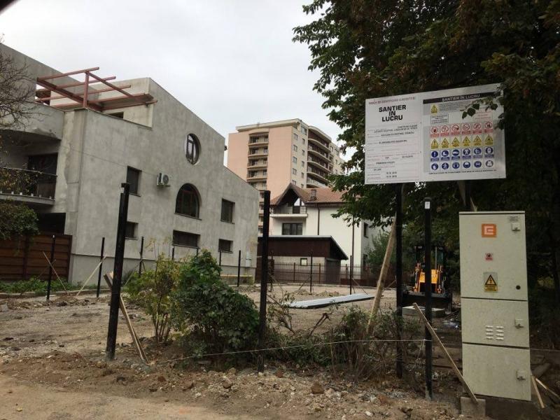 Piteşti: Investiţie imobiliară lângă un bloc cu bulină roşie