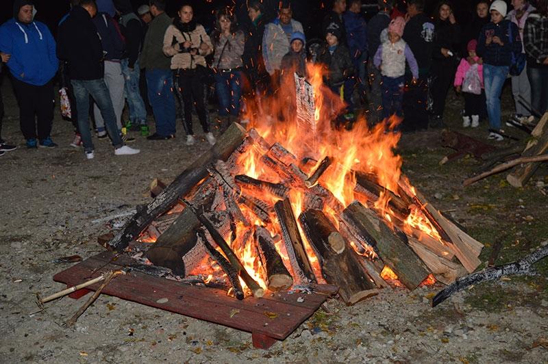Mâine la Mioveni, se aprind focurile!