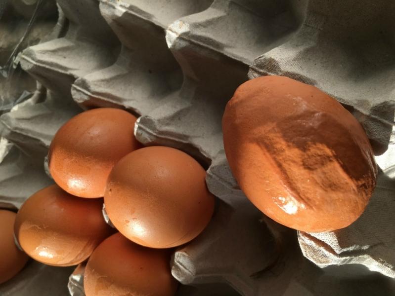 Atenție! Ouă decalcifiate la un hipermarket din Pitești