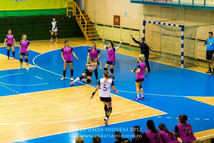 Handbalistele de la Mioveni, în turneu la Pitești
