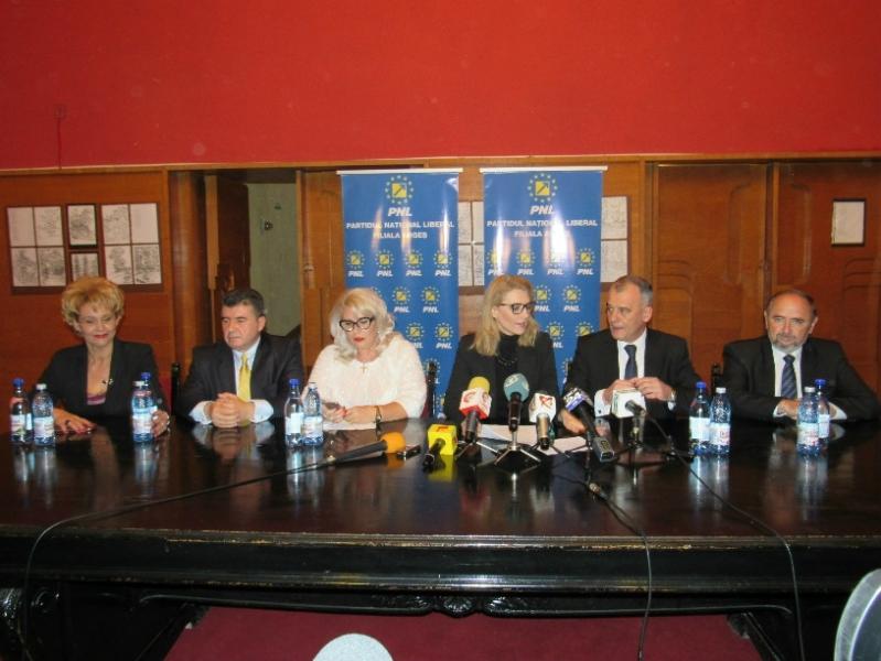 PNL şi-a lansat candidaţii pentru Parlament