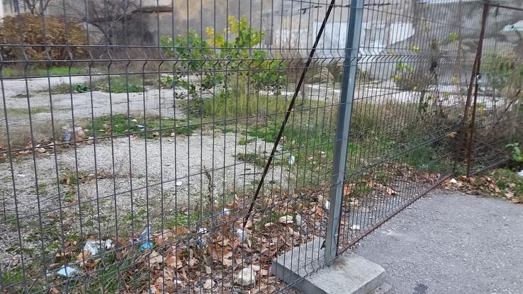 Multe proprietăţi private, transformate în gropi de gunoi