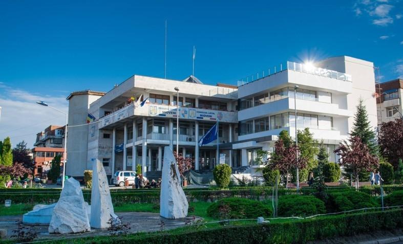 Primăria Mioveni nu are program cu publicul miercuri, joi și vineri