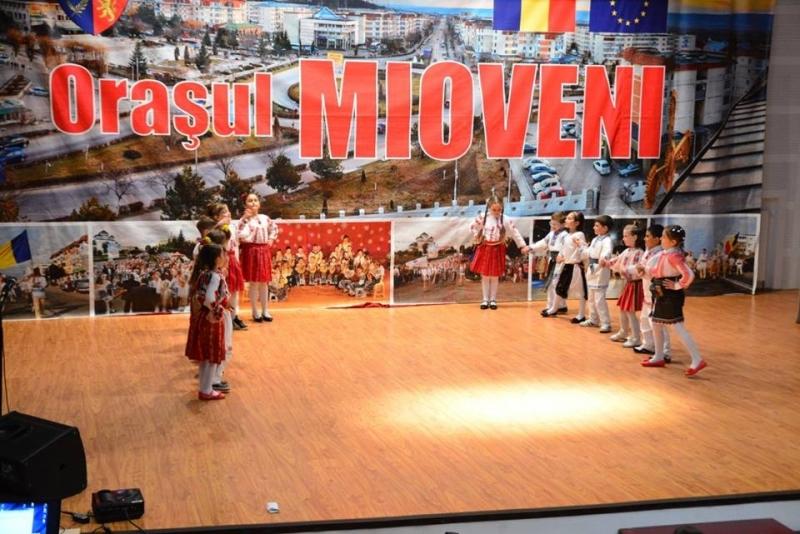 """Mioveni: Concursul Judeţean """"Festivalul Primăverii"""""""