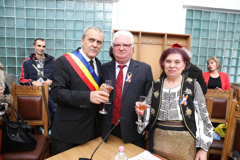 Cuplurile care au împlinit 50 de ani de căsnicie, premiate la Mioveni
