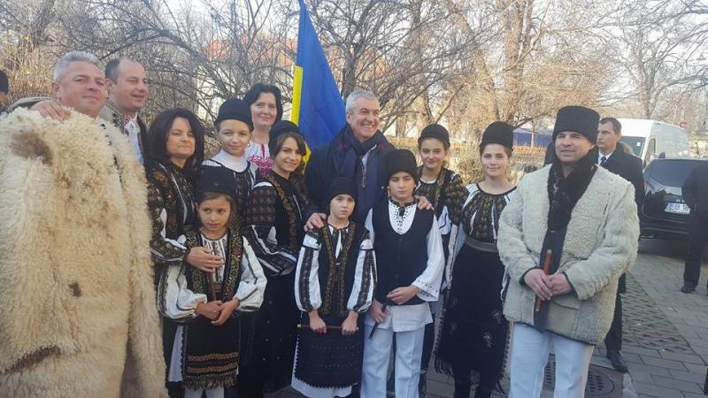 Călin Popescu Tăriceanu alături de echipa ALDE Argeș de  Ziua Națională a României