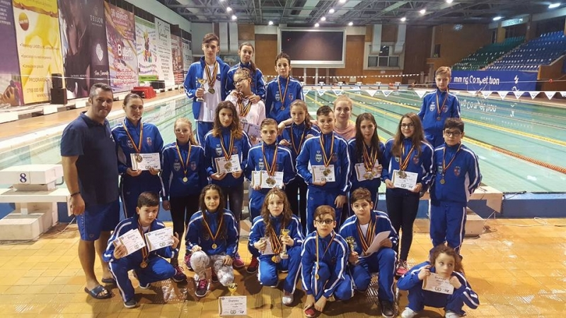Înotătorii din Mioveni, pe podium