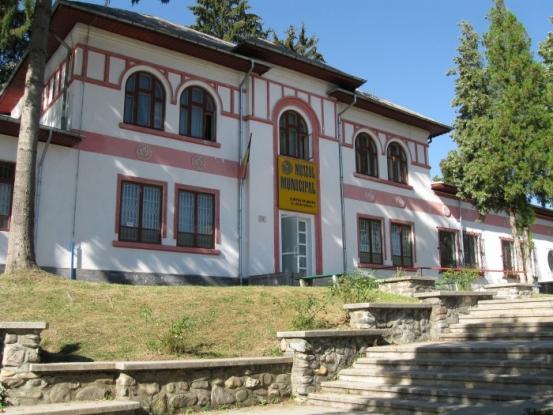 Expoziţie la Muzeul Curtea de Argeş