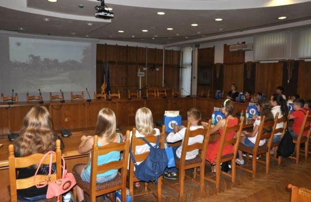 Conferinţă de presă cu juniori la Consiliul Judeţean