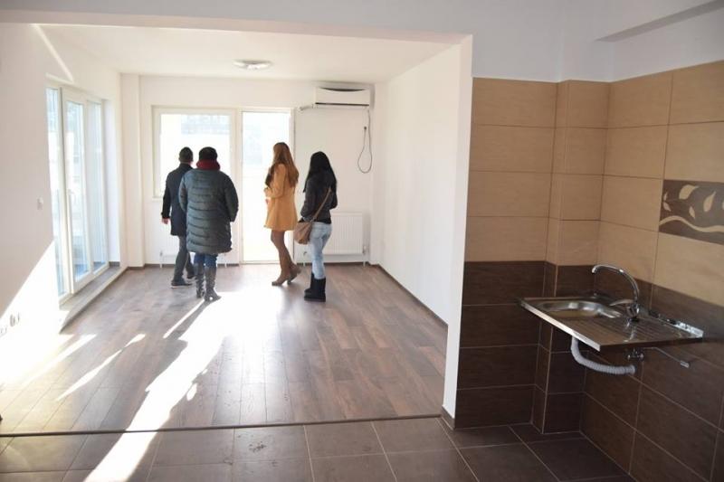 Mioveni: Primele vizite la blocul nou de locuinţe