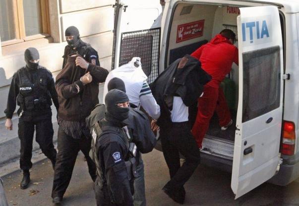 Mandate puse în executare de poliţişti