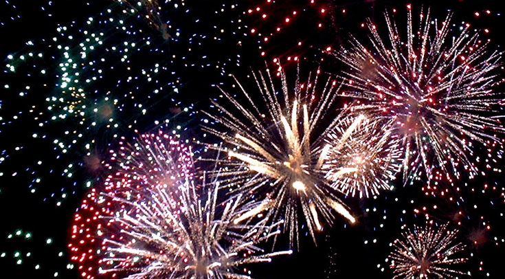 Foc de artificii în Piaţa Primăriei