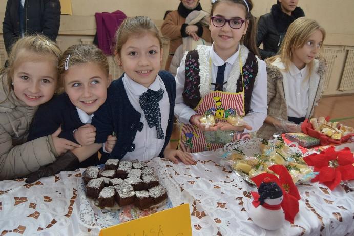 Elevii din Mioveni au gătit în scop caritabil