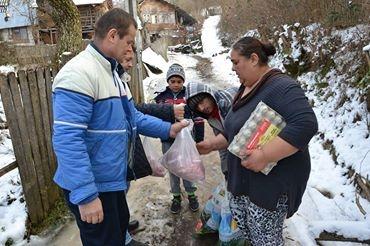 """""""DONEZI ȘI CÂȘTIGI""""! Campania umanitară care a făcut 11 familii fericite înainte de Crăciun"""