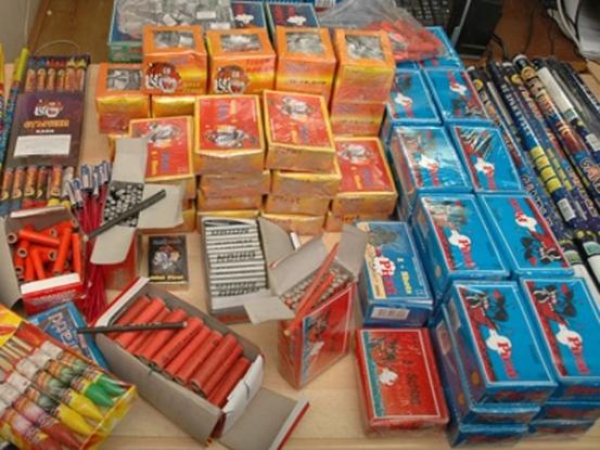 Articole pirotehnice confiscate de poliţişti