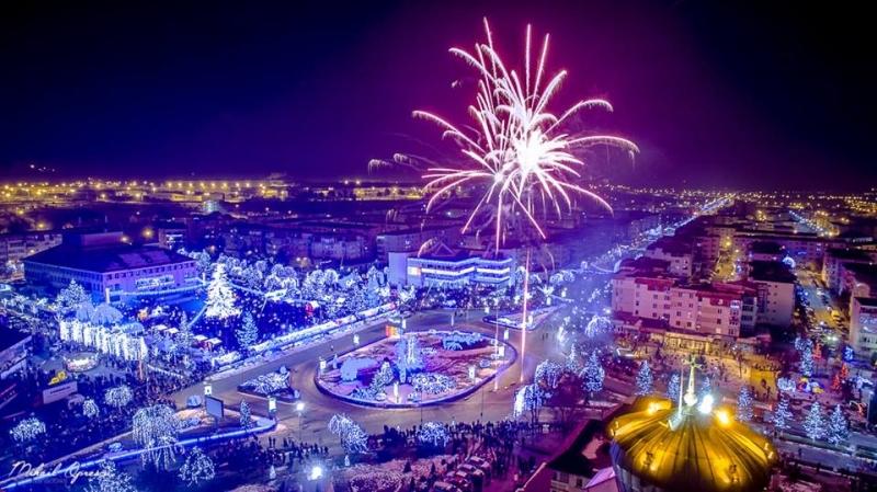 Mii de persoane au admirat focul de artificii de la Mioveni