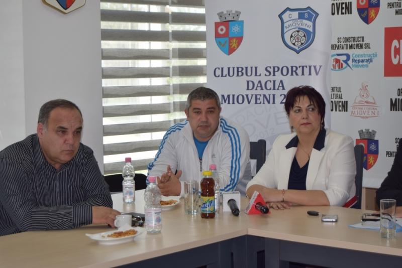 Sportivii C.S. Dacia Mioveni 2012, felicitaţi de autorităţi