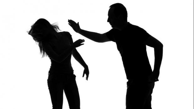 Reţinut de poliţişti pentru violenţă în familie