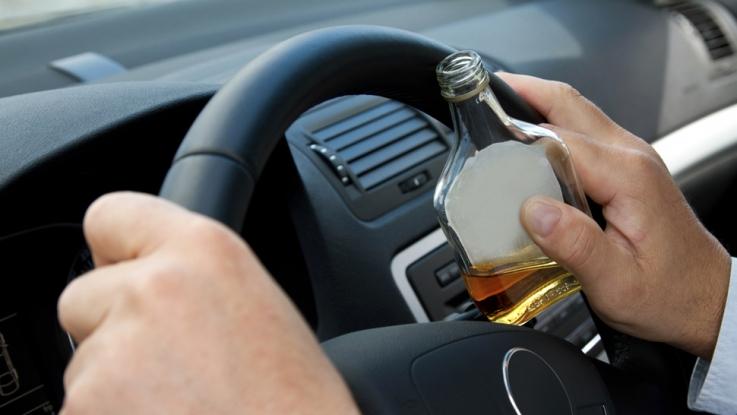Băut şi fără permis, a furat şi a condus o maşină!