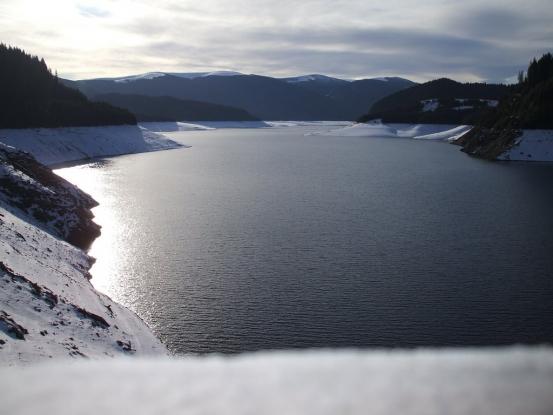 Peste 400.000 mc de apă în lacurile din Argeş