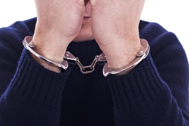 Bărbat bănuit de furt calificat, reţinut de poliţişti