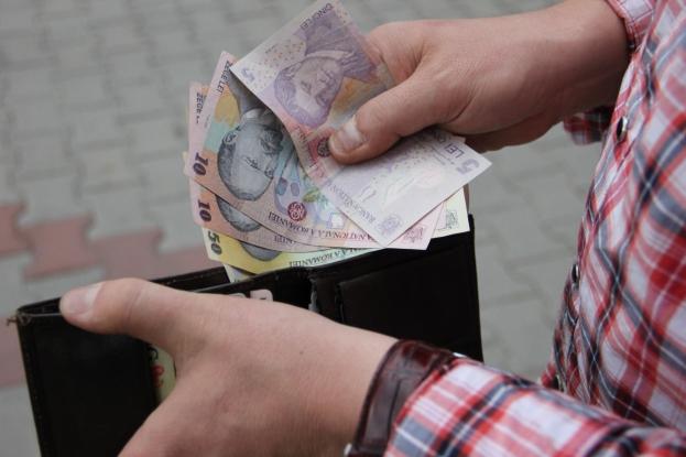 Argeşenii câştigă mai puţini bani