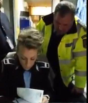 VIDEO: Aşa se înscrie maşina unui poliţist în Piteşti!