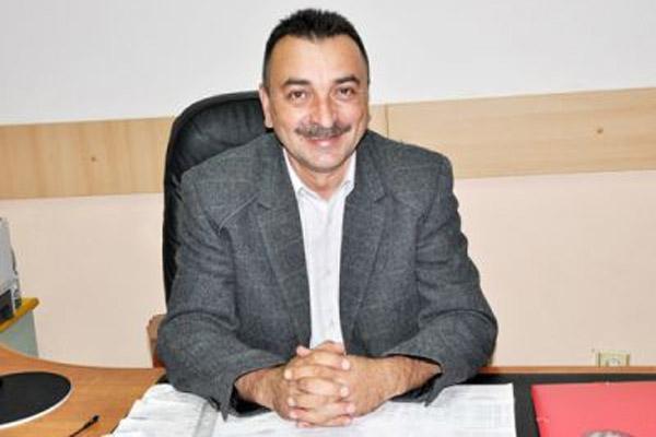 Ce avere are Emil Angheloiu, şeful serviciului Înmatriculări şi Permise Auto Argeş