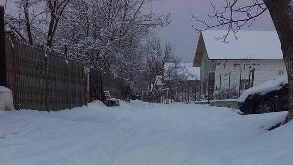 Iarna la ţară! Primar luat la mişto de săteni